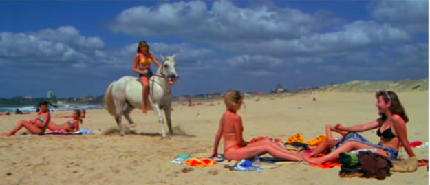 No one would rock up to meet their friends at the beach by RIDING A HORSE.