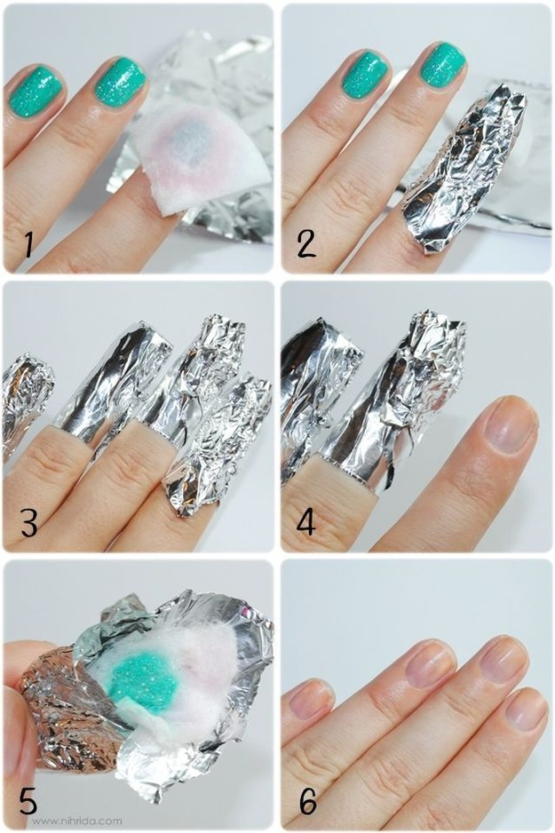 Instead of suffering ripped cotton balls and endless frustration, remove glitter nail polish with some acetone, cotton, and tin foil.