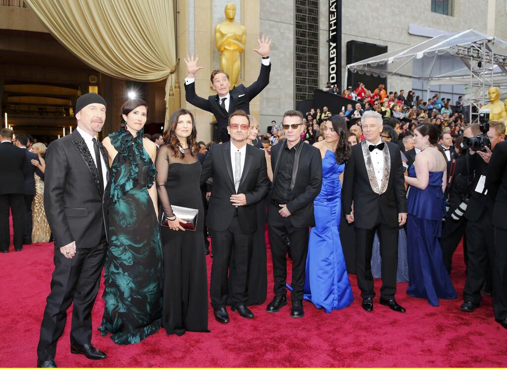 8) Benedict Cumberbatch photobombs U2 at the Academy Awards.