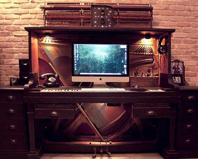 7.) This desk perfect for music lovers.